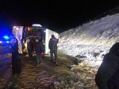 Sivas'ta otobüs devrildi: 3'ü ağır çok sayıda yaralı