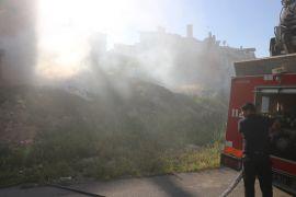 Ot yangını mahalleyi duman içinde bıraktı
